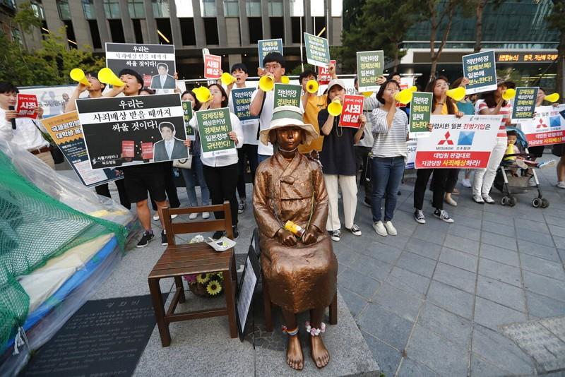 南韓抗議日本施加高科技材料出口限制(AP)