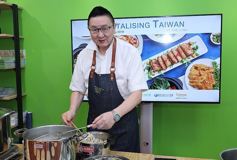 Master Chef Eddie Liu of Shangri-La's Far Eastern Plaza Hotel (CNA photo)