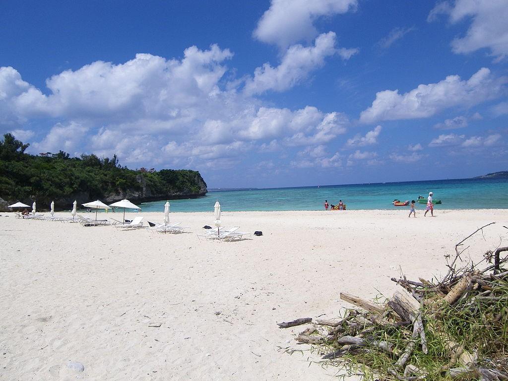 Anchi Beach on Sesoko Island, Okinawa, Japan (photo by Kugel).