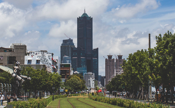 Kaohsiung's 85 Sky Tower on a sunny day (Photo by ...
