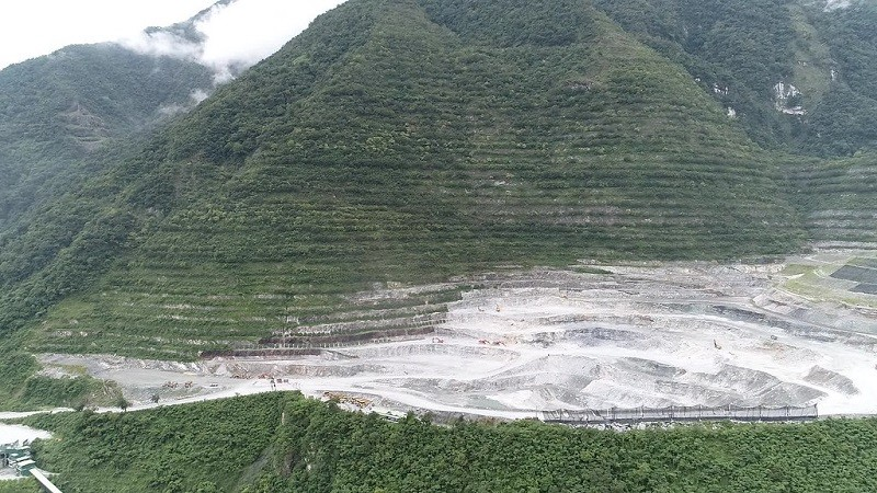Asia Cement Corp's mine in Taroko National Park. (Flicker photo by Edd Jhong)