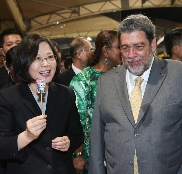 Prime Minister Ralph Gonsalves (right) with President Tsai during a 2016 visit to Taiwan.