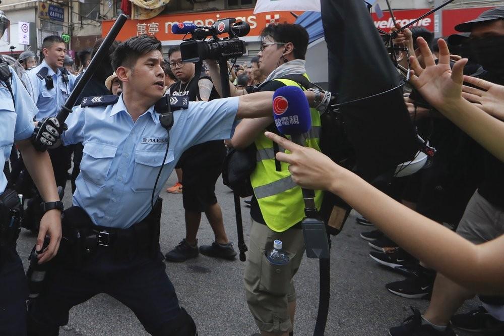 Police attack protesters in Hong Kong Saturday Jul...
