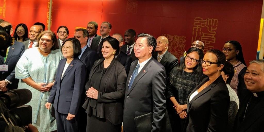 外交部長吳釗燮隨行總統蔡英文出訪加勒比海友邦(照片翻攝自外交部推特)