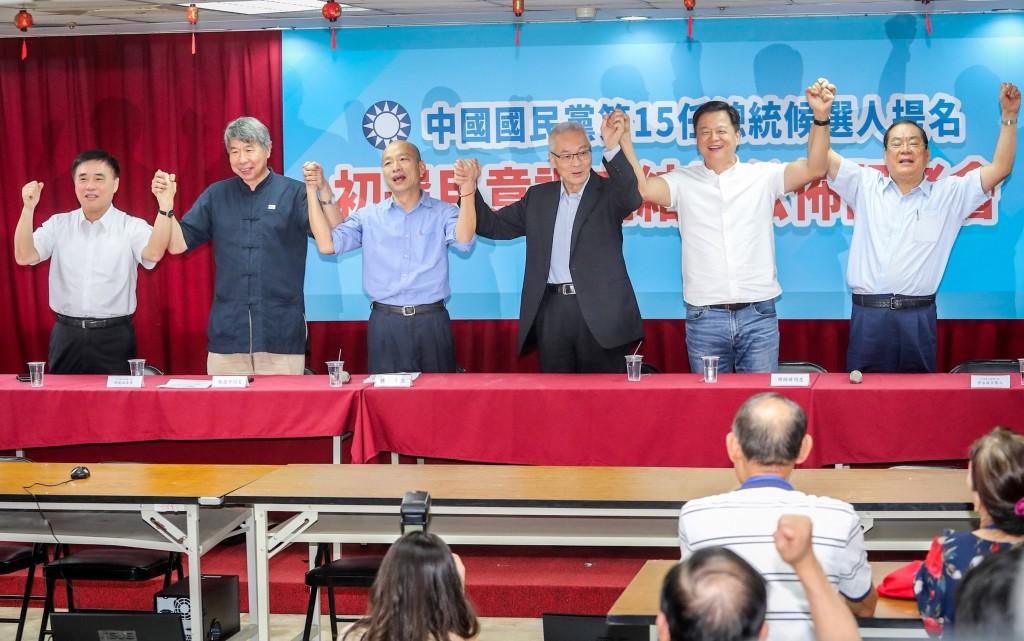 國民黨總統初選民調結果15日公布,由高雄市長韓國瑜 (左3)勝出(照片來源:中央社提供)