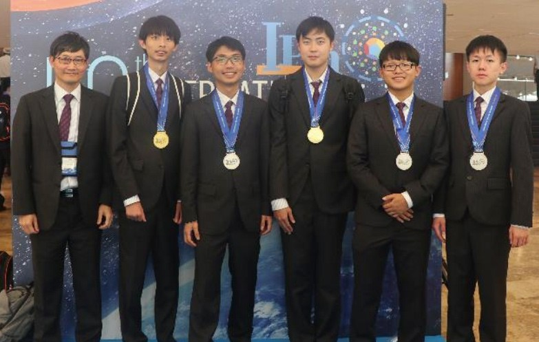 Taiwanese team won two gold medals. (Ministry of Education photo)