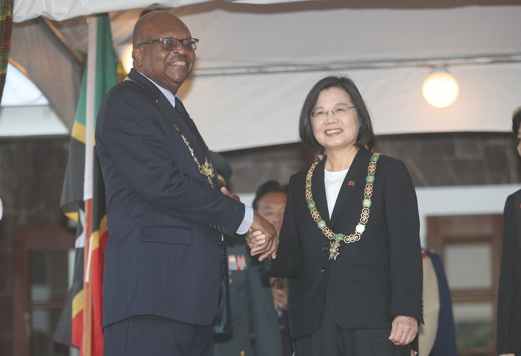 (L-R) Governor-General of St Kitts and Nevis Tapley Seaton and President Tsai Ing-wen (Source: CNA)