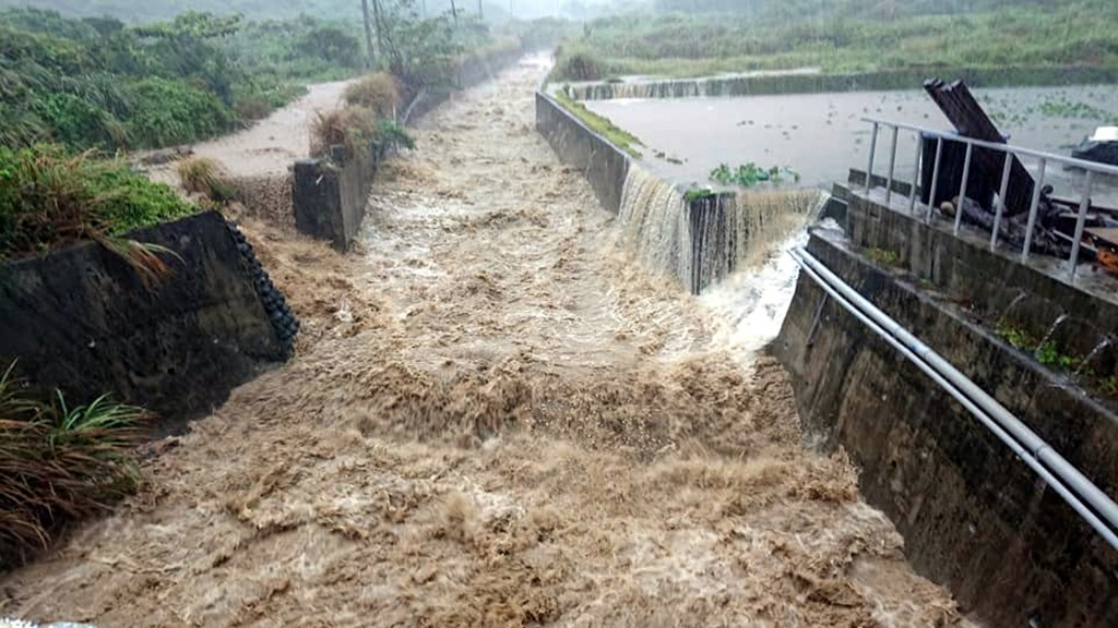 Flooding on Taitung's Orchid Island in the aftermath of Tropical Storm Danas Thursday (July 18) morning.