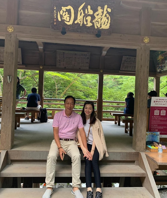 Foxconn Technology founder Terry Gou on holiday in Japan with his wife (screenshot from Gou's Facebook page).