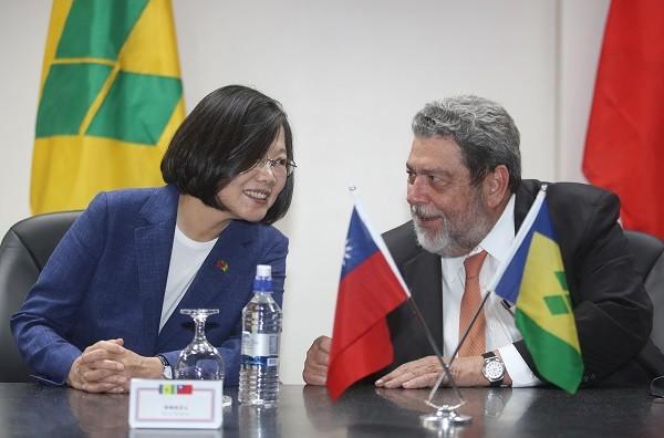 Tsai (left), Gonsalves (right).