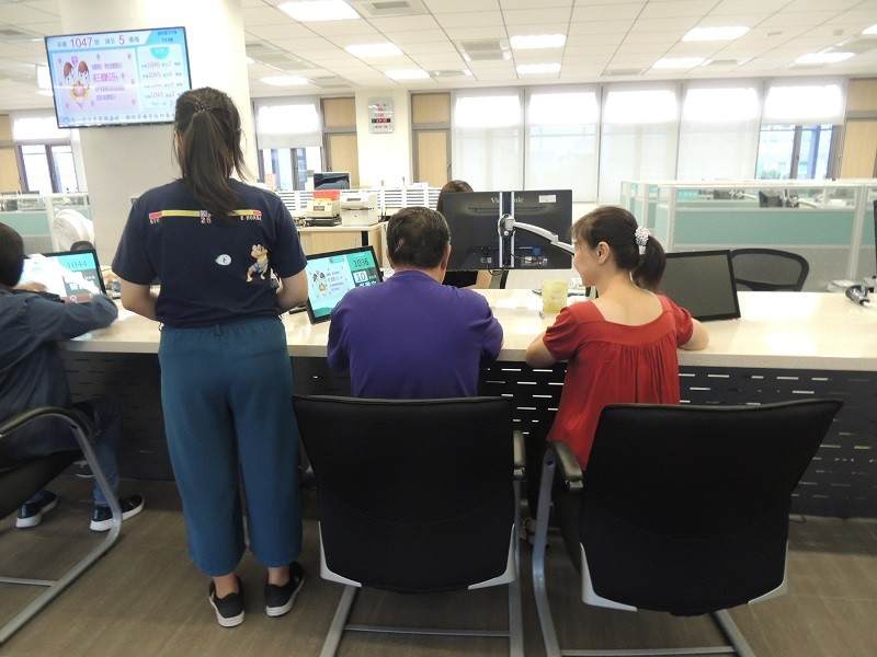 The 16-year-old girl (left) meets her biological father surnamed You (center) for the first time at Hsinchu City's Xiangshan Household Registration Of...