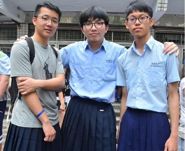 School in New Taipei City makes last May's 'boys in skirts' action permanent.