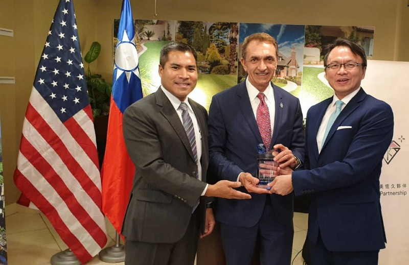Fort Lauderdale Mayor Dean Trantalis (middle)(Taipei Economic and Cultural Office in Miami photo)