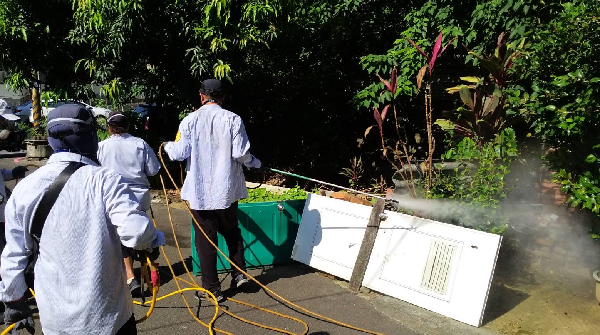 CDC workers spraying chemicals in areas patient was possibly bitten, Tucheng, New Taipei