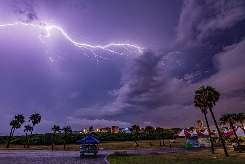 Photo of the Day: Lightning strike over Hualien, Taiwan