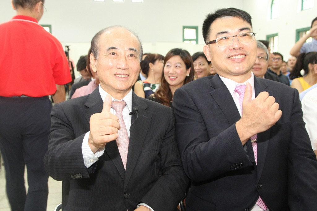 Former Legislative Speaker Wang Jin-pyng (left) turned down the KMT offer of a vice-presidential candidacy.