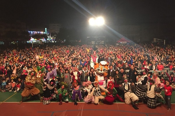 """Paper Windmill Theatre had canceled their charity performance in Taichung due to """"political involvement"""". (CNA photo)"""