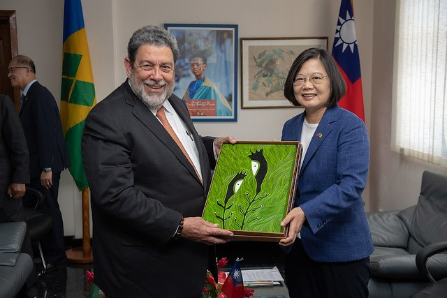 Prime Minister of Saint Vincent and the Grenadines Ralph Gonsalves and Taiwan President Tsai Ing-wen, on July 16. (Presidential Office photo)