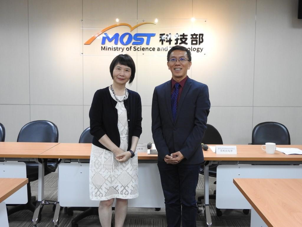 NTU Professor Chien Shiuh-shen (right) (photo courtesy of MOST).