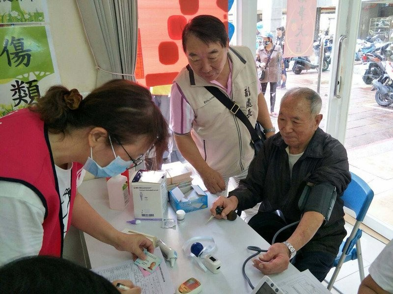 Measuring blood pressure at a clinic in Penghu.