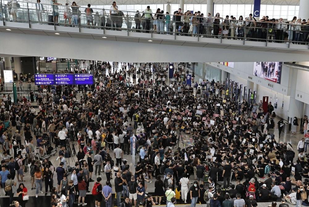 7月26日香港反送中機場靜坐示威圖(圖/ 美聯社)