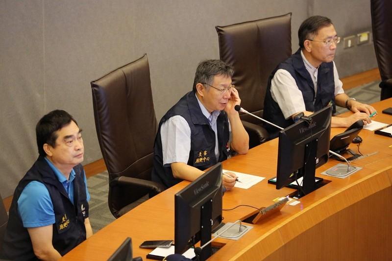 Taipei Mayor Ko Wen-je (middle)(Taipei City Government photo)
