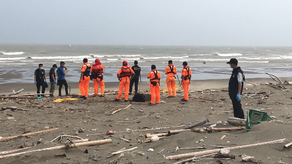 Police and Coast Guard on shore of Miaoli County, Aug. 10