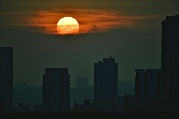 "The cloud dashed the hope for a ""Manhattanhenge"" sunset on Aug. 11 in Taipei. (CNA photo)"
