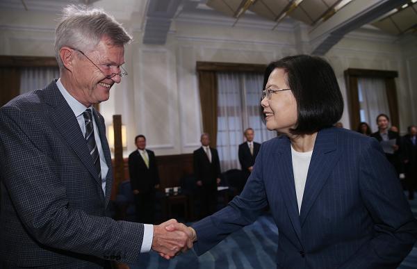 Rotary President (2020-21) Holger Knaack and President Tsa Ing-wen, Aug. 13