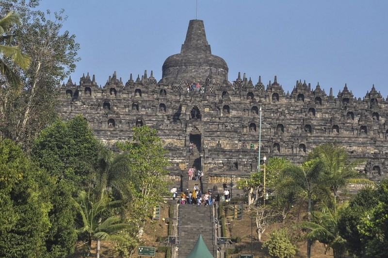 Tourists visit Borobudur Temple in Magelang, Central Java, Indonesia (AP photo)