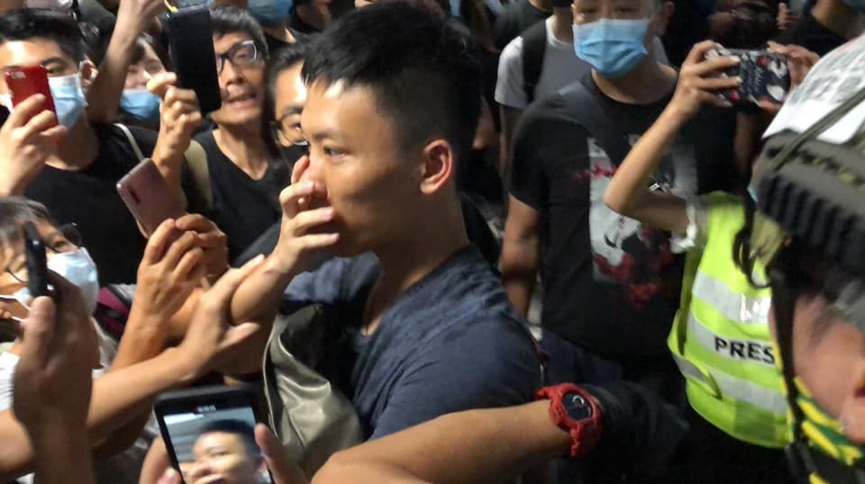 Chinese police and Global Times reporter caught by Hong Kong protesters