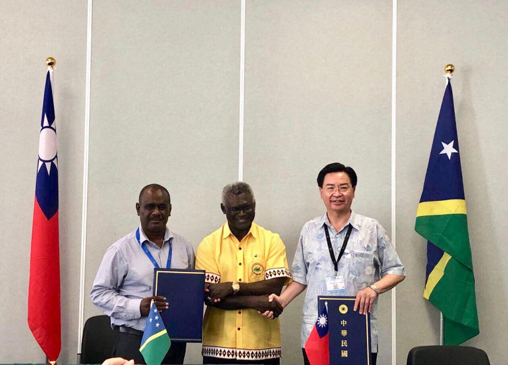 Jeremiah Manele, Manasseh Sogavare, and Joseph Wu (MOFA photo)