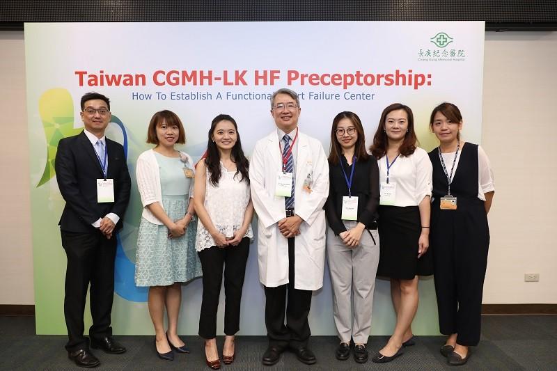 菲律賓、中國等20名亞洲各國醫護人員組成的參訪團15日到林口長庚醫院觀摩「功能性的心衰中心」運作模式。(長庚醫院提供)