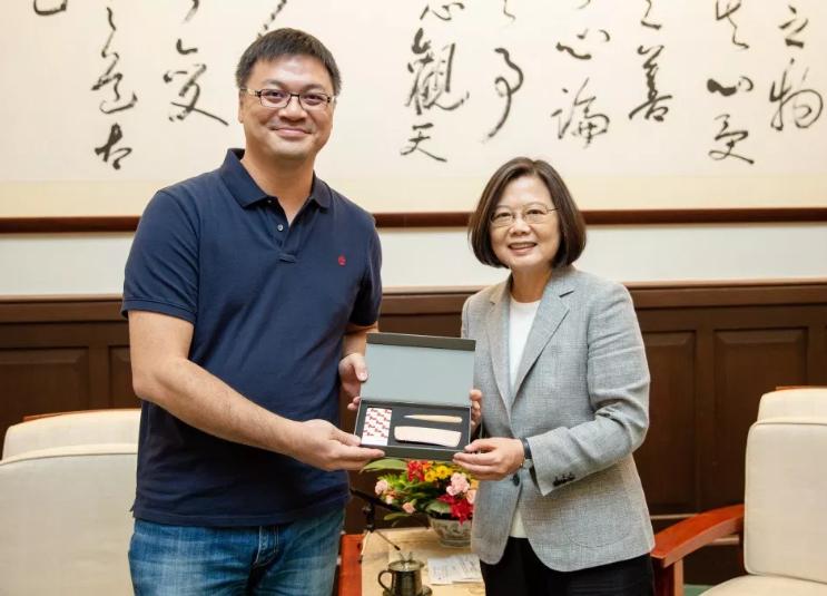 TiEA Chairman Chen Chien-hung (left) visiting President Tsai Ing-wen (screenshot from https://tieataiwan.org/2019/08/16/tiea-tsaiingwen/).