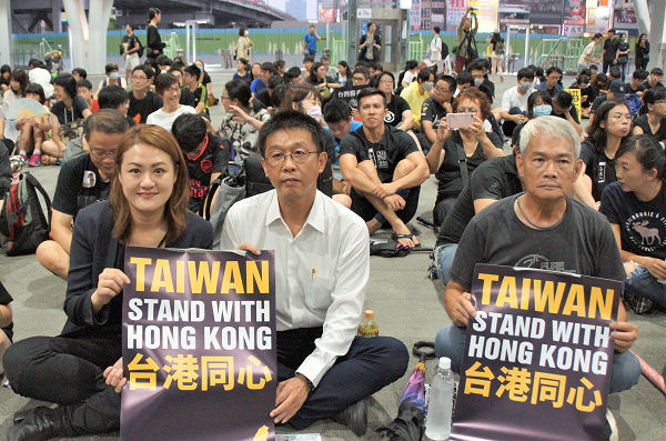 Protesters sit-in at Kaohsiung Train Station, Aug. 17