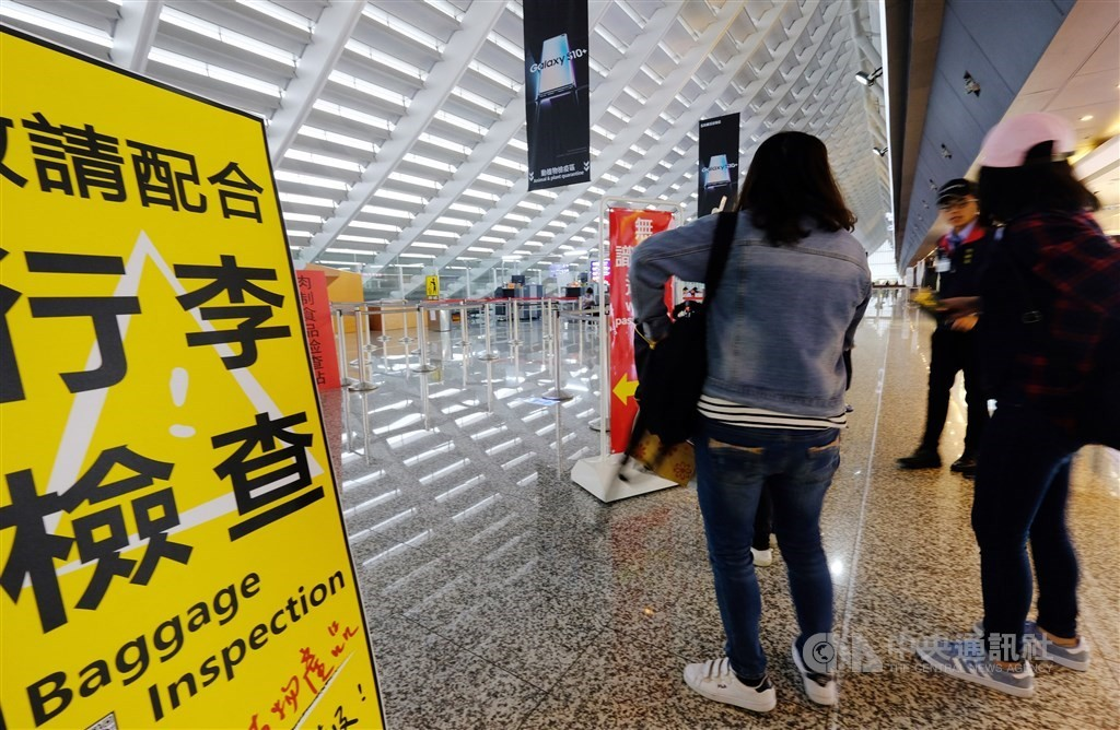 A baggage inspection area at Taiwan's Taoyuan International Airport (Source: CNA file photo)