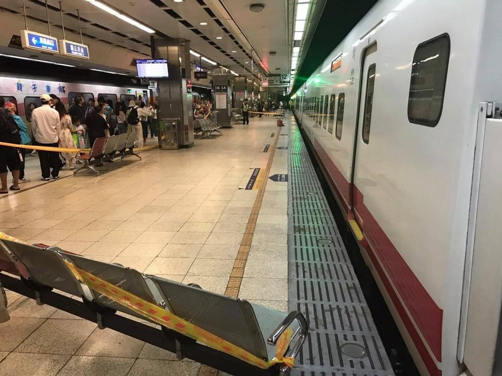 台北車站18日下午驚傳男子落軌意外(照片來源:翻攝自台鐵臉書)