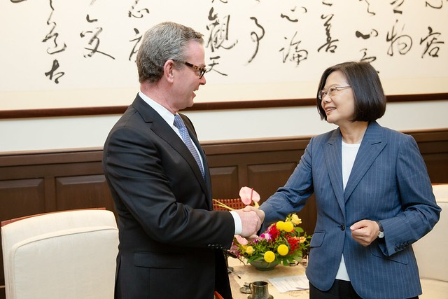(L-R) Former Defense Minister of Australia Christopher Pyne and President Tsai Ing-wen (Source: Presidential Office)