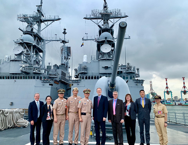AIT delegation with MND and Navy officers in Kaohsiung, Aug. 20 (AIT photo)