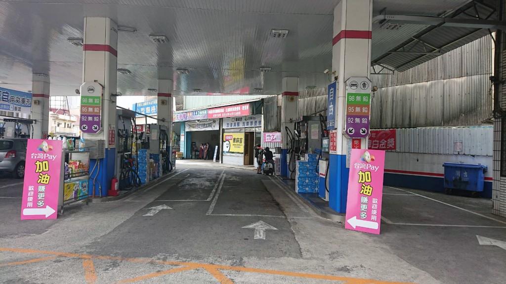 行動支付「掃」進加油站,駕駛人伸手就能輕鬆Pay。(照片由台灣中小企業銀行提供)