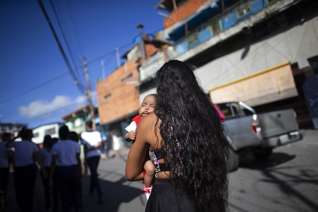 A Venezuelan woman and her baby girl (AP photo)