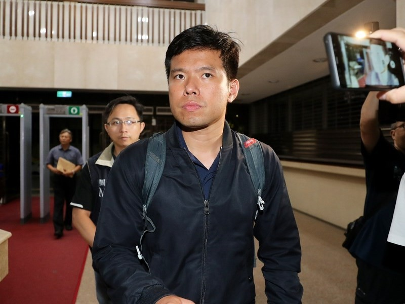 NSB officer Wu Tsung-hsien was among 13 charged in a cigarette smuggling case Friday August 23.