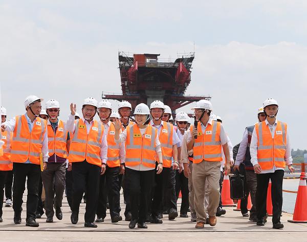 President Tsai reviews progress of Kinmen Bridge, Aug. 23