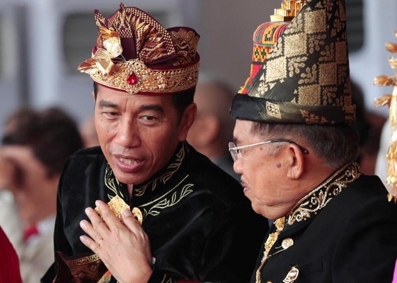 左為印尼總統佐科威 (美聯社)