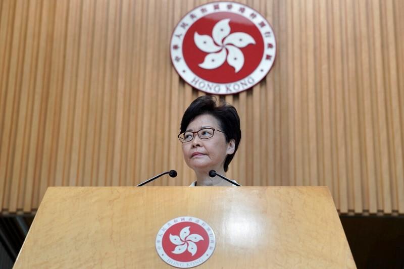 圖為香港特首林鄭月娥27日主持記者會情形 (美聯社)
