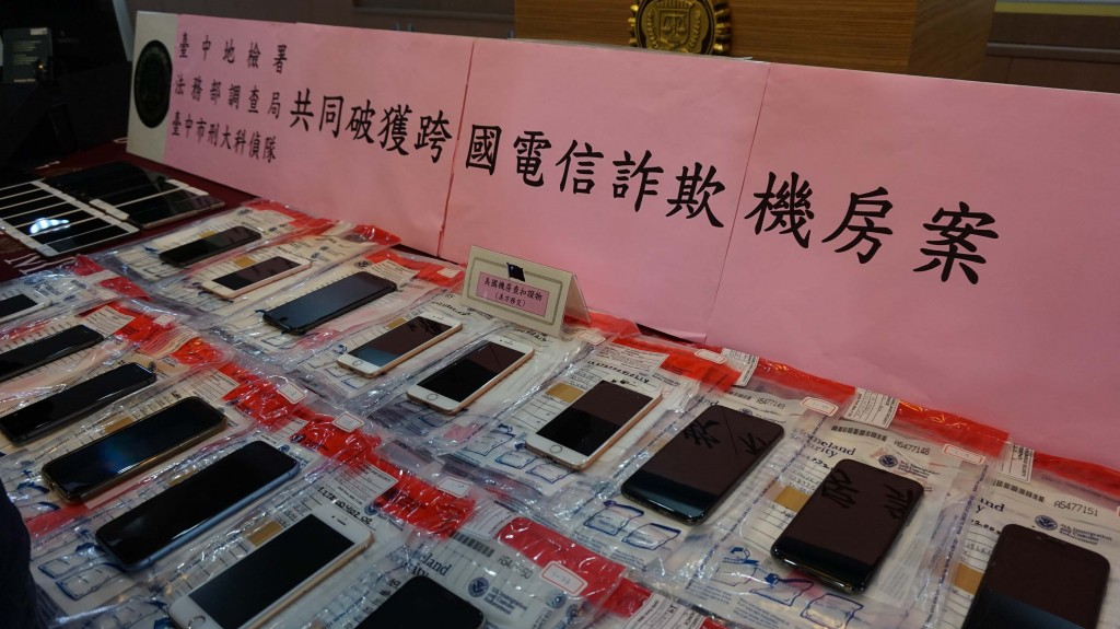 Phones used by Taiwanese fraud suspects in the US.