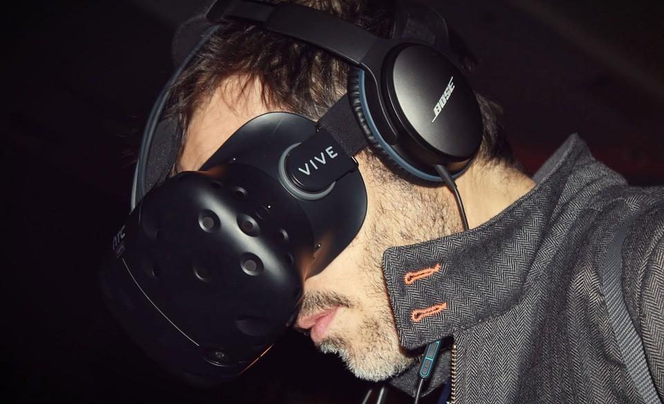 HTC Vive virtual reality headset (Pixabay photo)