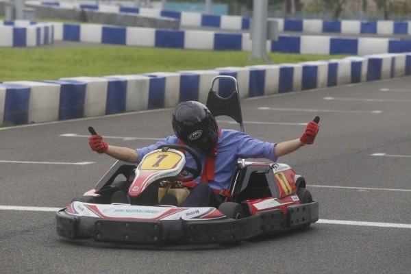 Itinerant Kaohsiung mayor goes go-kart racing    | Taiwan News