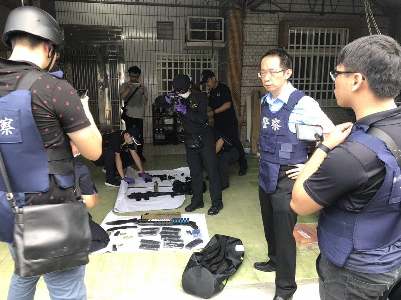 Cache of weapons found after stand-off, Aug. 28 (Photo from Chiayi Reporters Association)
