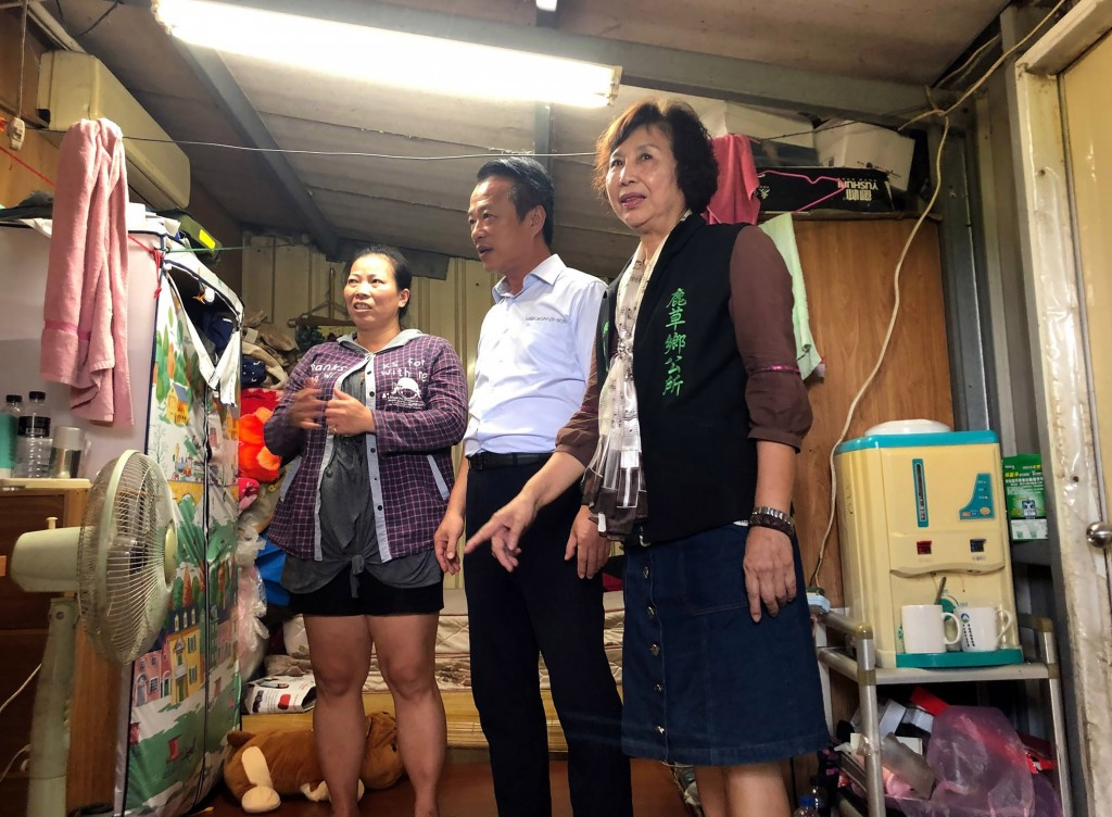 Daughter of Vietnamese immigrant receives desk after testing into top Taiwan school